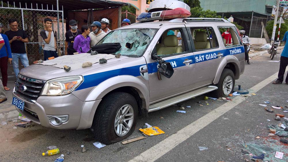 Khởi tố 8 đối tượng gây rối, hủy hoại tài sản, chống người thi hành công vụ ở Bình Thuận